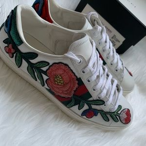 Gucci floral embroidered sneakers 🌹